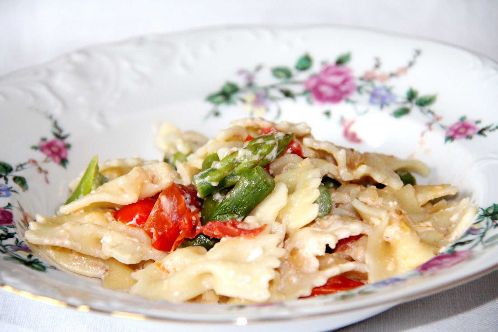 Farfalle with Asparagus and Cherry Tomatoes  1